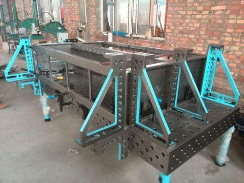 Heavy duty weld table